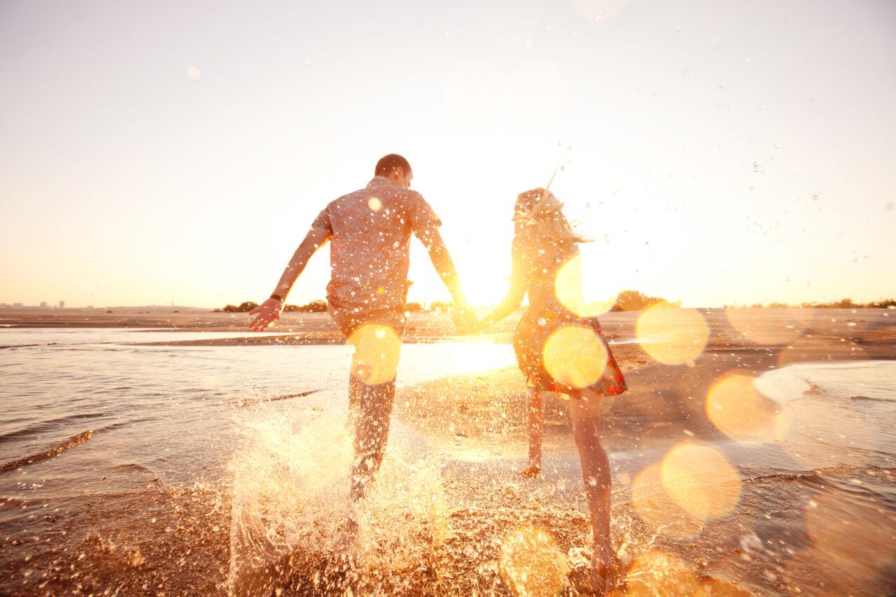 happy,couple,running,on,the,beach