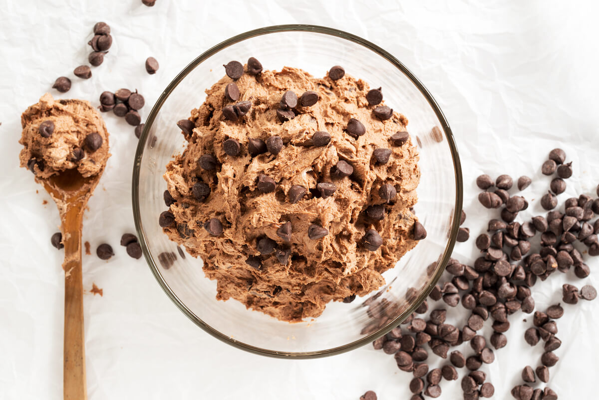 Mouthwatering Chocolate Cookie Dough Dip