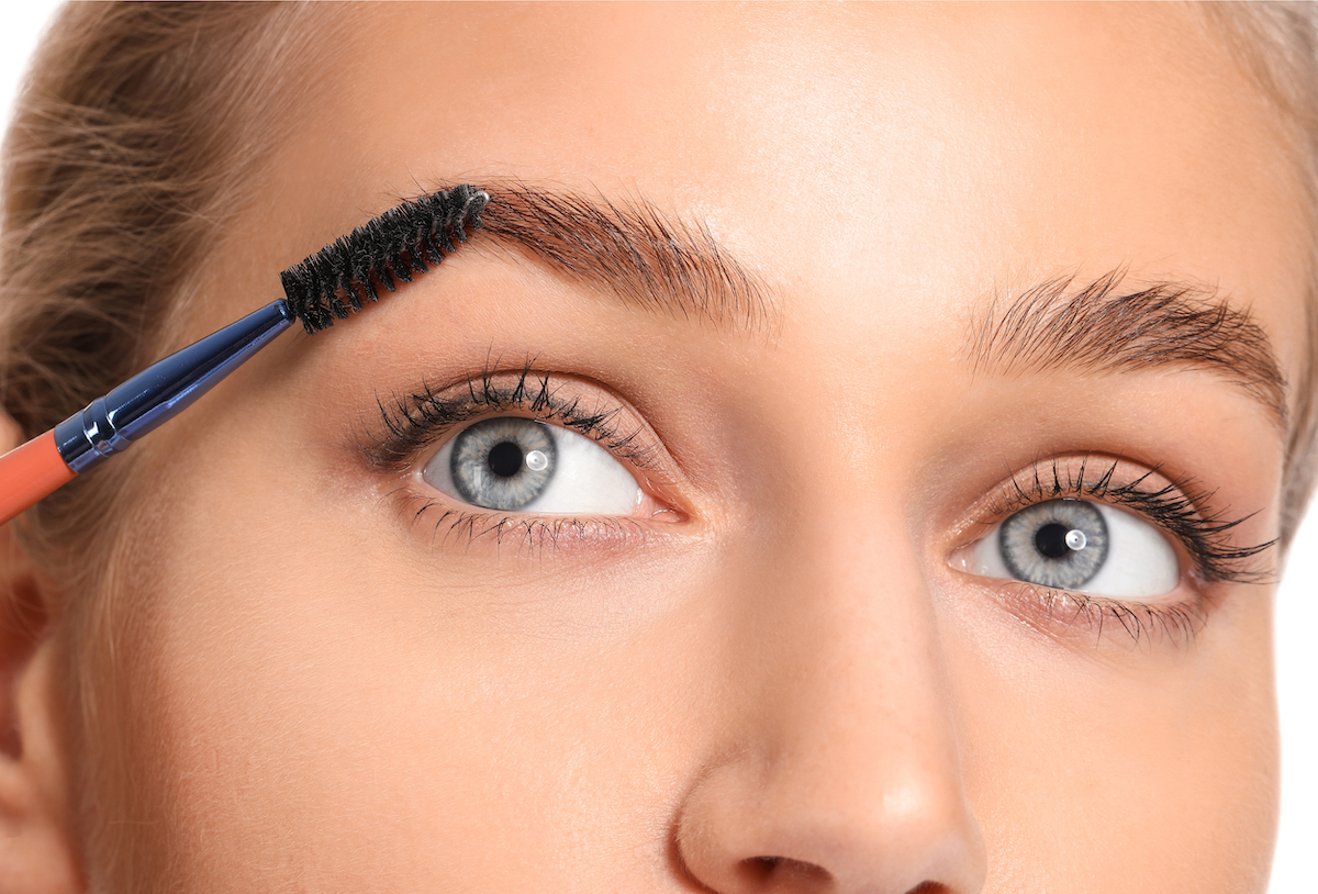 how to dye your own eyebrows