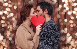 boyfriend,and,girlfriend,kisisng,behind